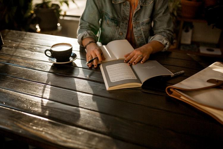Come scrivere un romanzo di successo e avvincente