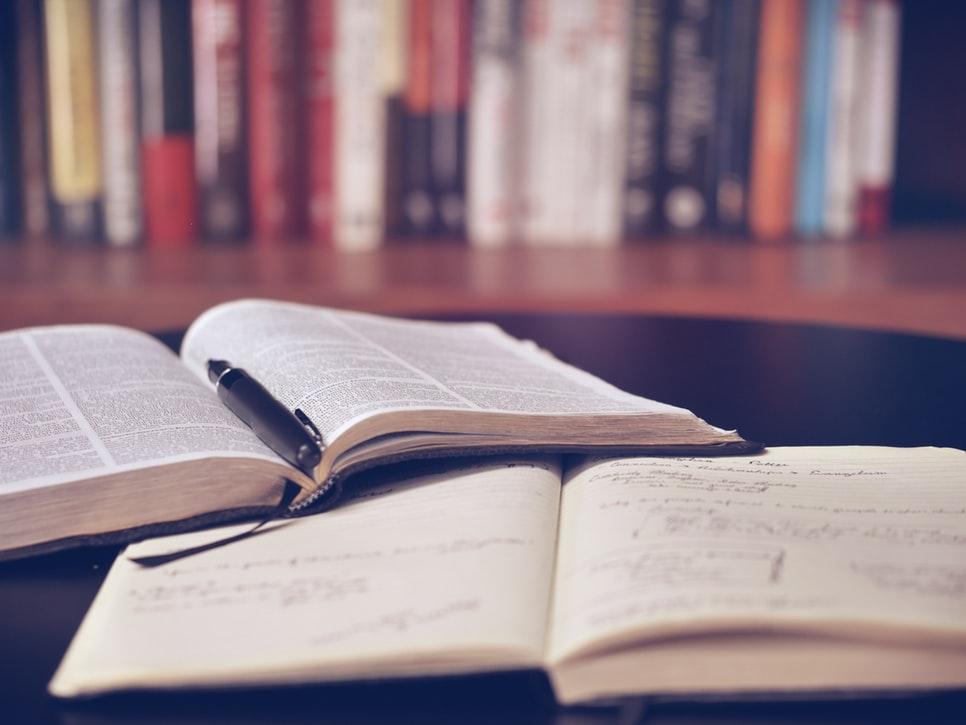 come-scrivere-la-recensione-di-un-libro-alessandra-perotti